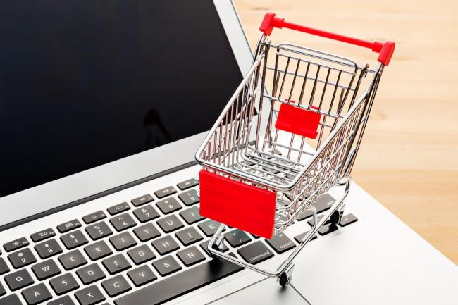パソコンと買い物かご