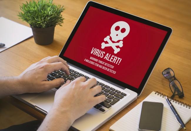 パソコン画面に危険な表示が…