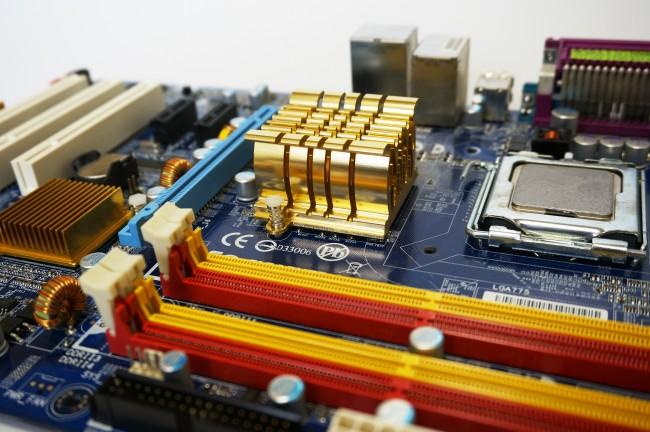 自作パソコンのマザーボード